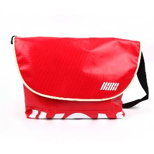 iKON - CROSS BAG [iKON SHOWTIME DEBUT CONCERT MD]