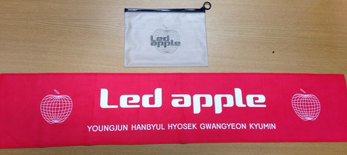 [ K-POP ] (Official Goods) Led Apple : Slogan Towel